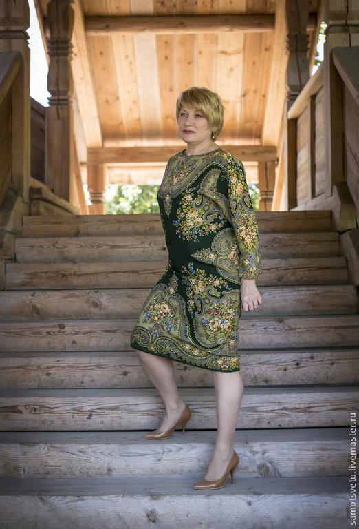 Платье продаю с большой скидкой: было надето 5 раз для фотосессии и на показах!