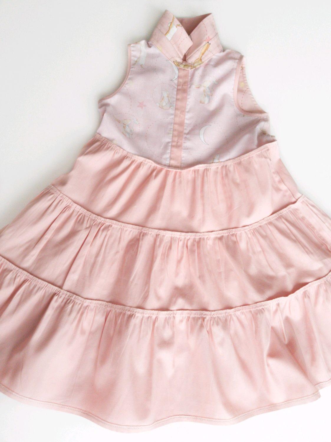 Нежное платье для девочки с зайчиками