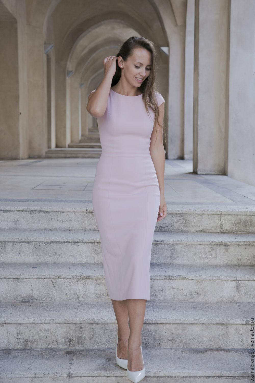 Фото розовое платье футляр