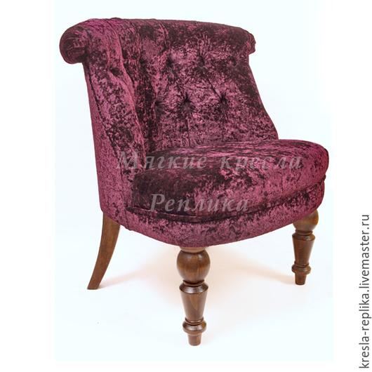 Будуарное кресло в технике `капитоне` из бархата бордового цвета