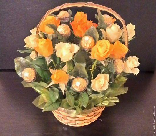 Персональные подарки ручной работы. Ярмарка Мастеров - ручная работа. Купить Корзина цветочно-конфетная. Handmade. Цветы, корзина с цветами