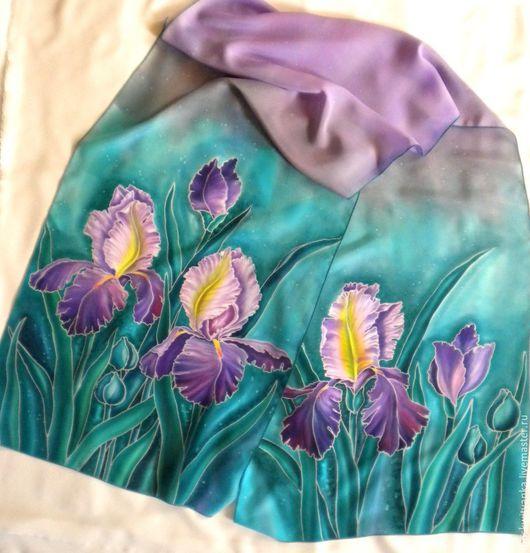 Цветовая гамма шарфика благородна и изысканна.