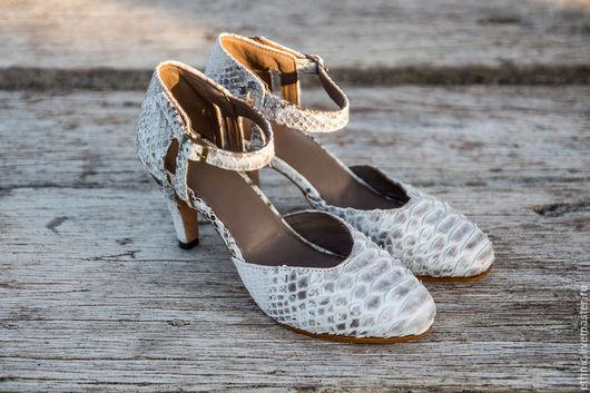 Обувь ручной работы. Ярмарка Мастеров - ручная работа. Купить Женские туфли на каблуке из кожи питона . Кожаные туфли. Handmade.