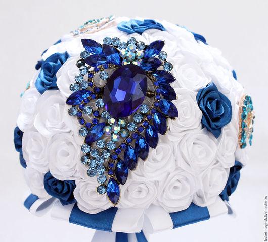 """Свадебные цветы ручной работы. Ярмарка Мастеров - ручная работа. Купить Брошь-букет из роз """"Синий блеск"""". Handmade. Синий"""