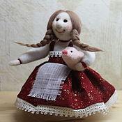 Куклы и игрушки ручной работы. Ярмарка Мастеров - ручная работа Кукла Девочка с поросенком. Handmade.