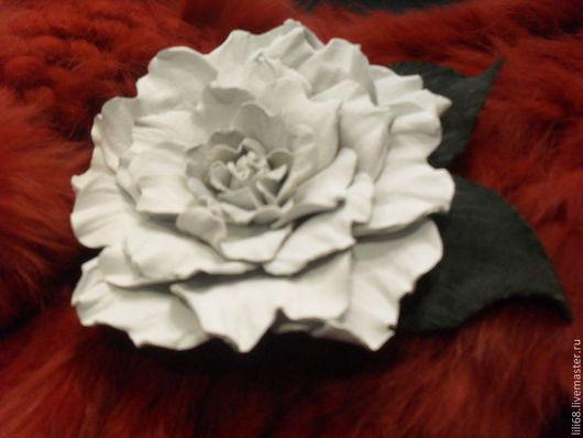 Броши ручной работы. Ярмарка Мастеров - ручная работа. Купить Цветы из кожи. Брошь-заколка Белая роза.. Handmade.