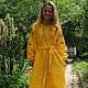 Платье с поясом из такой же ткани в комплекте.