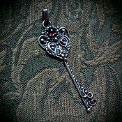 """Украшения ручной работы. Ярмарка Мастеров - ручная работа Кулон """"Ключ от Сердца"""" серебро, гранат. Handmade."""