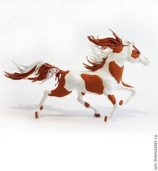 """Игрушки животные, ручной работы. Ярмарка Мастеров - ручная работа. Купить Фигурка маленькая """"Лошадь пегая"""" (статуэтка лошади коричневый и белый). Handmade."""