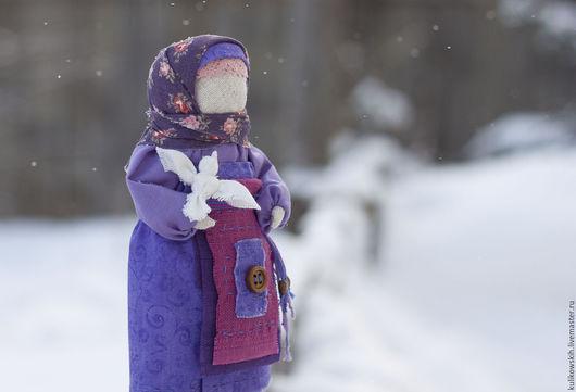 Народные куклы ручной работы. Ярмарка Мастеров - ручная работа. Купить Кукла Птичка в руках... Handmade. Фиолетовый, птичка