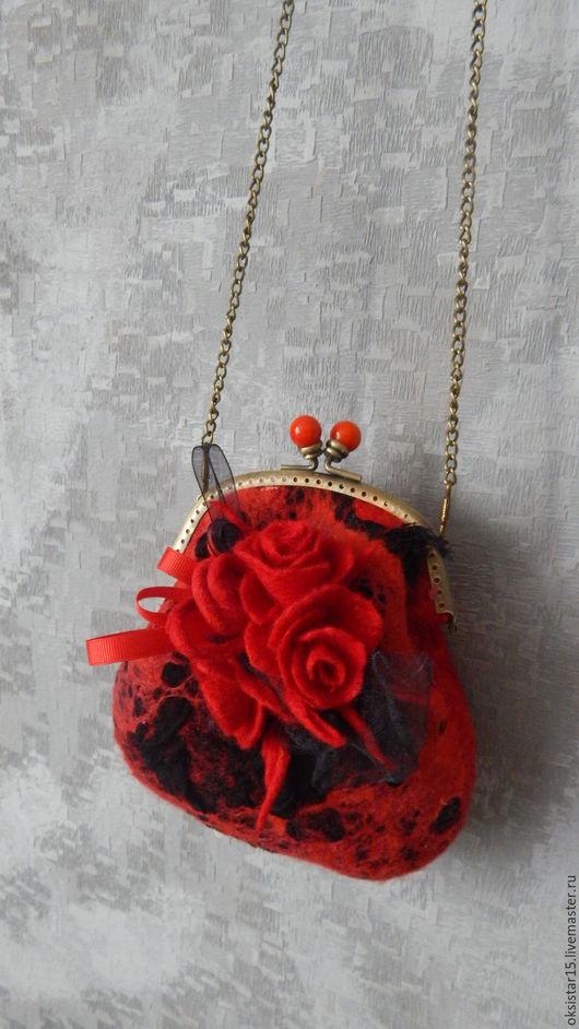 """Женские сумки ручной работы. Ярмарка Мастеров - ручная работа. Купить Валяная мини-сумочка """"Baby"""". Handmade. Ярко-красный"""