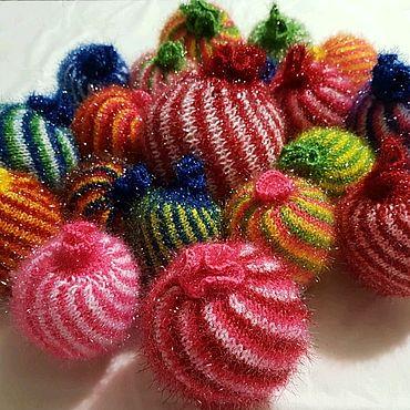 """Куклы и игрушки ручной работы. Ярмарка Мастеров - ручная работа Вязаные ёлочные шары """"Конфетки"""". Handmade."""