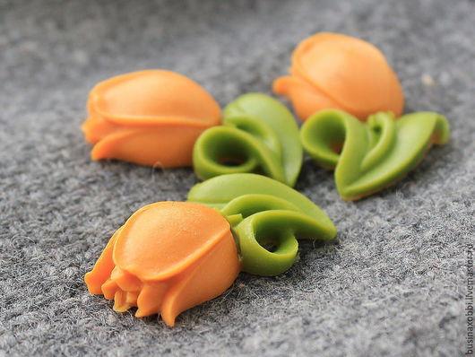 Кабошон из смолы в форме цветков тюльпана помогут создать прекрасное и неповторимое украшение. Можно использовать как для сережек, так и для колье, браслетов или просто как декор в скрапбукинге