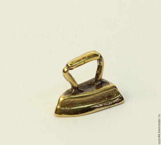 Миниатюрные модели ручной работы. Ярмарка Мастеров - ручная работа. Купить Утюг (сувенир). Handmade. Символ уюта, литье из бронзы