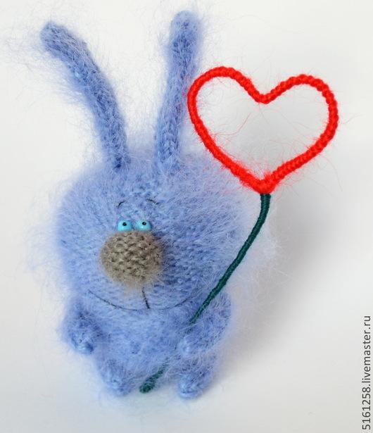 Миниатюра ручной работы. Ярмарка Мастеров - ручная работа. Купить Вязаный зайка с сердцем - Вязаные игрушки зайцы ручной работы. Handmade.