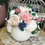Цветы и флористика ручной работы. Ярмарка Мастеров - ручная работа Ягодная композиция в чайничке. Handmade.