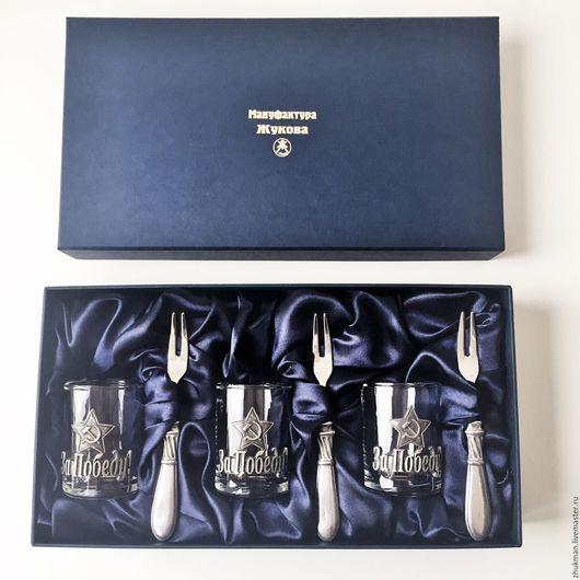 """Подарки для мужчин, ручной работы. Ярмарка Мастеров - ручная работа. Купить Набор """"С ДНЁМ ПОБЕДЫ!""""на троих (3 стопки+3 закусочные вилки в футляре). Handmade."""