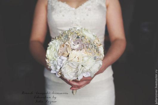 """Свадебные цветы ручной работы. Ярмарка Мастеров - ручная работа. Купить Брошь-букет """" Зима"""". Handmade. Белый, атлас"""
