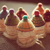 Подарки к праздникам ручной работы. Ярмарка Мастеров - ручная работа шапочки для пасхальных яиц. Handmade.