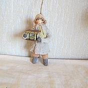 Подарки к праздникам ручной работы. Ярмарка Мастеров - ручная работа Мальчик с кормушкой. Ватные елочные игрушки. Handmade.