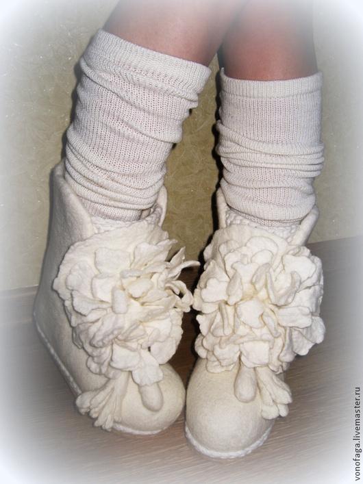 Обувь ручной работы. Ярмарка Мастеров - ручная работа. Купить Валенки.. Handmade. Белый, валенки ручной валки, подарок