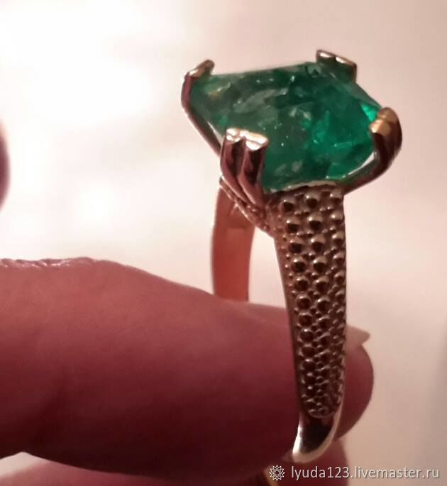 A ring of gold set with emerald, Rings, Tel Aviv,  Фото №1
