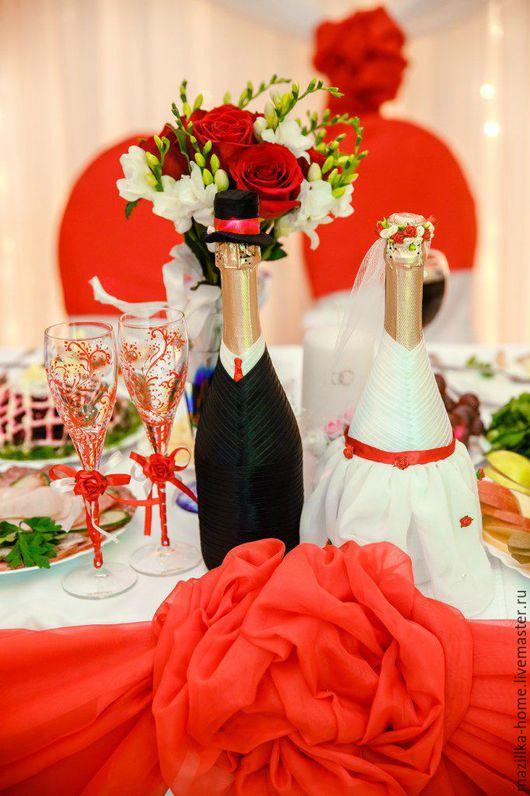 Свадебные аксессуары ручной работы. Ярмарка Мастеров - ручная работа. Купить Набор свадебные бутылки и свадебные бокалы в красно-белой гамме. Handmade.