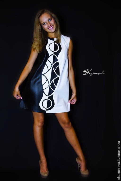 Платье  из кожи Black and White Платье черно-белого цвета из натуральной кожи с красивым рисунком выполненным техникой аппликация.