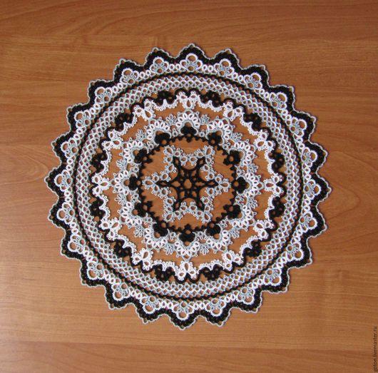 Текстиль, ковры ручной работы. Ярмарка Мастеров - ручная работа. Купить Салфетка круглая трехцветная диаметром 31 см в технике фриволите. Handmade.