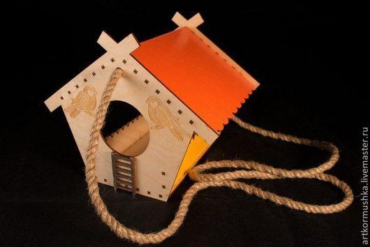 Кормушка для птиц с гравировкой `Синица`