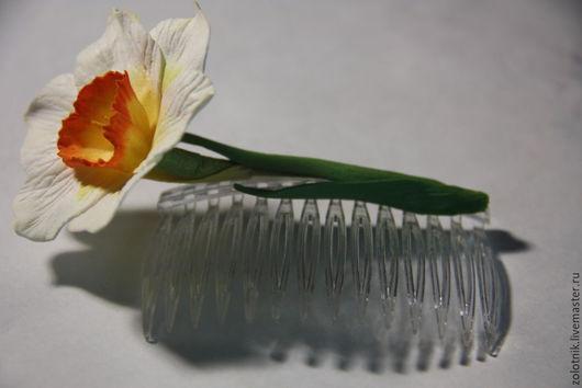 """Заколки ручной работы. Ярмарка Мастеров - ручная работа. Купить Гребешок с цветами из фоамирана """"Нарцисс"""". Handmade. Белый, украшение из фоамирана"""