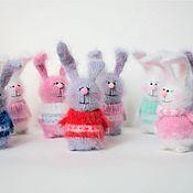 Мягкие игрушки ручной работы. Ярмарка Мастеров - ручная работа Зайка вязаный заяц игрушка ручной работы подарок. Handmade.