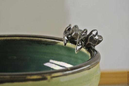 Тарелки ручной работы. Ярмарка Мастеров - ручная работа. Купить Миска керамика Рыбалка двух Ворон. Handmade. Зеленый, птицы