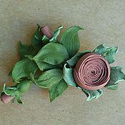 Брошь-булавка ручной работы. Ярмарка Мастеров - ручная работа Брошь Бутоньерка Веточка розы розово- серая с зеленым. Handmade.