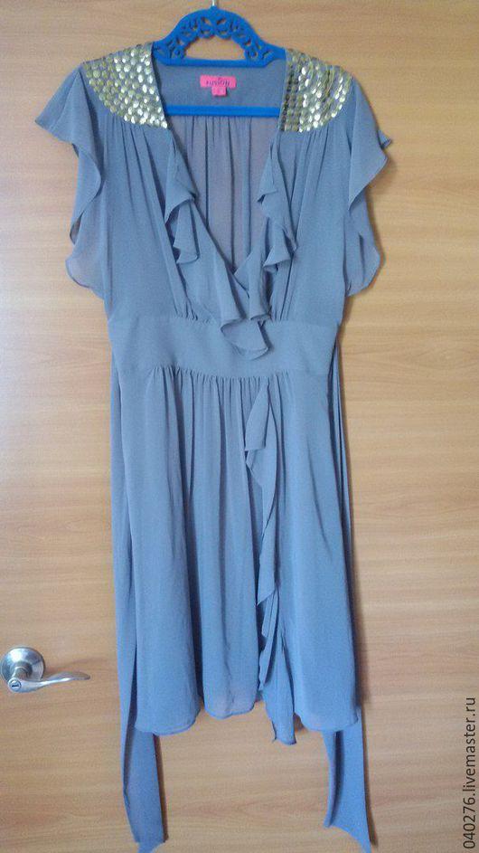 Нарядное платье `Золотая дымка` фирмы MONSOON, шелк приятного серо-бежевого цвета, с расшитой золотыми пайетками ворот. Размер 42-44, одевали два раза на фото сет.