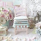 Куклы и игрушки ручной работы. Ярмарка Мастеров - ручная работа Стульчик с подушками, розовый. Деревянный, кукольный стул.. Handmade.
