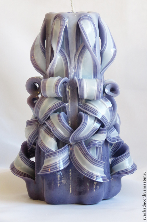 Резная свеча ручной работы `Кучерявая сирень` высота 20 см, вес 400 гр Арт: С 006