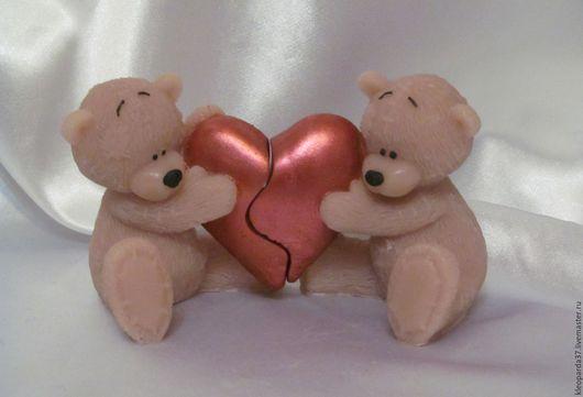 """Подарки для влюбленных ручной работы. Ярмарка Мастеров - ручная работа. Купить Мыло сувенирное """"Влюбленные мишки с половинками сердца"""".. Handmade."""