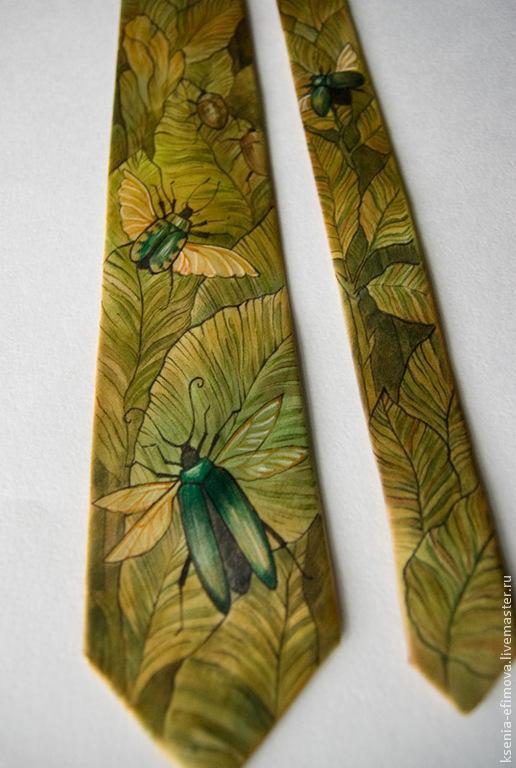 Галстуки, бабочки ручной работы. Ярмарка Мастеров - ручная работа. Купить Жуки - зеленый шелковый галстук с ручной росписью. Handmade.