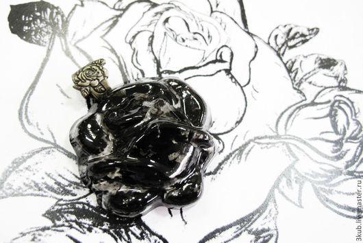 Черная роза. Массивный кулон. Техника мурано.