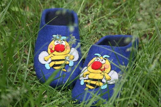 """Обувь ручной работы. Ярмарка Мастеров - ручная работа. Купить Мужские тапочки """"Пчел"""". Handmade. Тёмно-синий, тапочки для дома"""