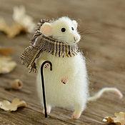 Куклы и игрушки ручной работы. Ярмарка Мастеров - ручная работа Коллекционная игрушка мышь в шарфе и с тростью. Handmade.