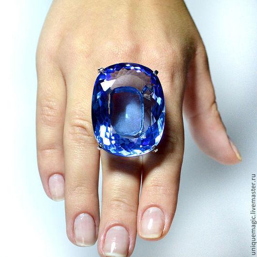 Потрясающей красоты, очень крупный Swiss blue топаз 131.20 ct в роскошном серебряном кольце! Авторская ручная работа. Единственный экземпляр!