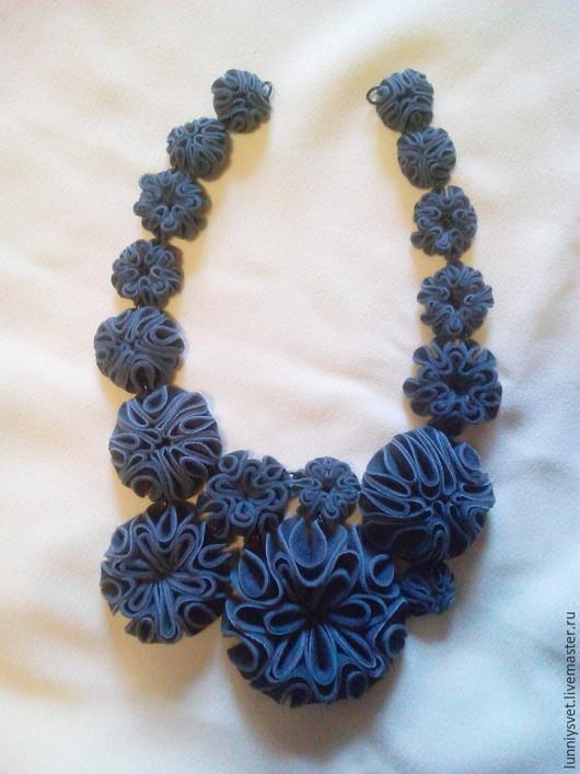 """Колье, бусы ручной работы. Ярмарка Мастеров - ручная работа. Купить Колье из замши """"Гавайские цветы"""". Handmade. Тёмно-синий"""