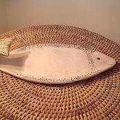 Посуда ручной работы. Ярмарка Мастеров - ручная работа Тарелочка для рыбной нарезки Рыбка белая. Handmade.