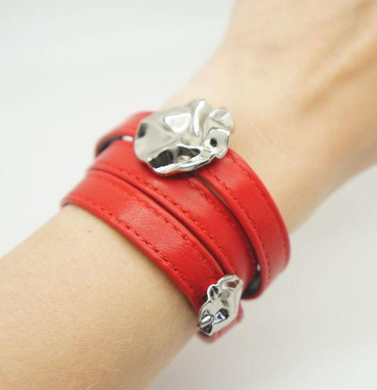 Браслеты ручной работы. Ярмарка Мастеров - ручная работа. Купить Красный браслет Роза. Handmade. Ярко-красный, кожаные украшения