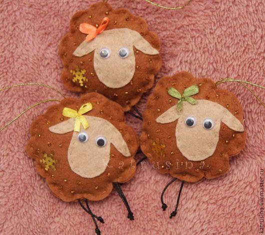 Новый год 2017 ручной работы. Ярмарка Мастеров - ручная работа. Купить Овечки из фетра на ёлку. Handmade. Чёрно-белый