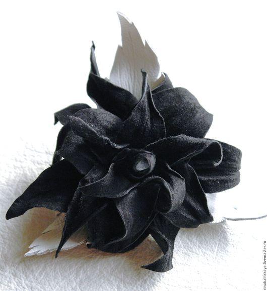 """Броши ручной работы. Ярмарка Мастеров - ручная работа. Купить брошь-заколка """" Таинственный цветок """". Handmade."""