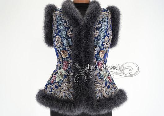 Авторский жилет из павлопосадского платка (100% шерсть) Отделка- искусственный мех  (под натуральный) итальянского производства