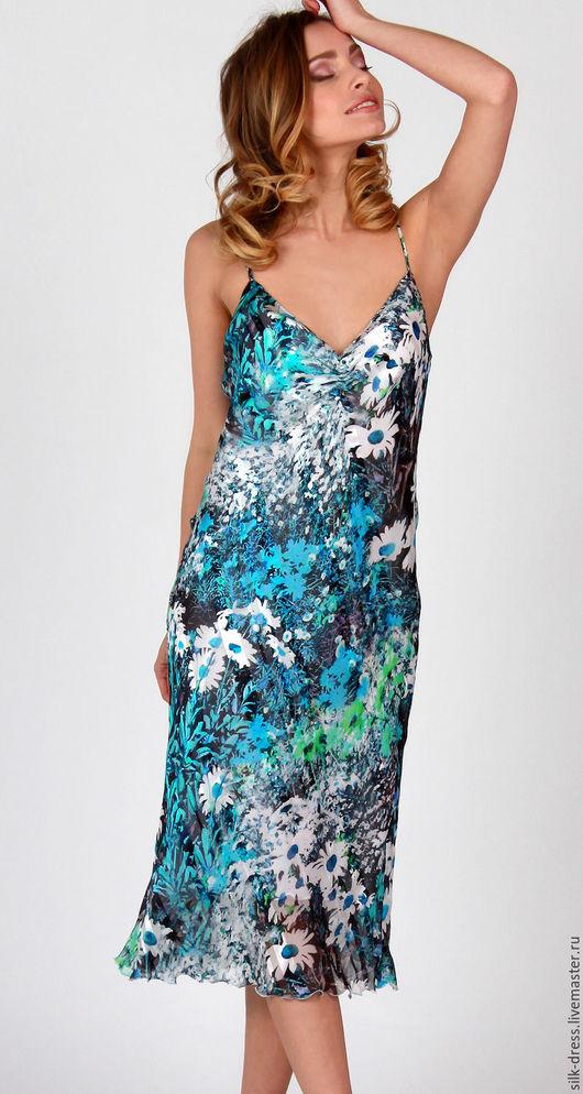 """Платья ручной работы. Ярмарка Мастеров - ручная работа. Купить Платье шелковое с цветочным принтом """"Ромашки"""". Платье из шелка голубое. Handmade."""